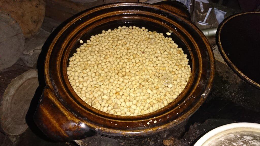 大豆を水に浸した直後
