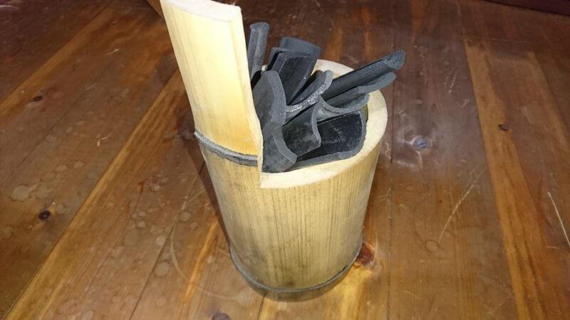 竹筒に入った竹炭