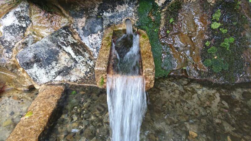 山比古湧水